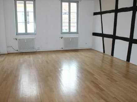 Charmante und schön geschnittene 3 Zimmer Altbau Wohnung in Mitten der Heidelberger Altstadt
