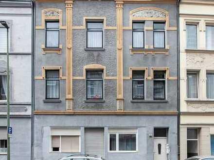 Teilsaniertes Mehrfamilienhaus mit vier vermieteten Wohnungen und Ausbaureserve
