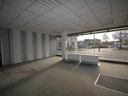Gewerbefläche Zentral an einer stark frequentierten Hauptstraße, mit Lagerräumen und Garage zu ve...