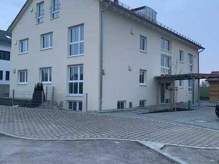 Neuwertige Galeriewohnung mit vier Zimmern und Balkon in Pfaffenhofen an der Glonn