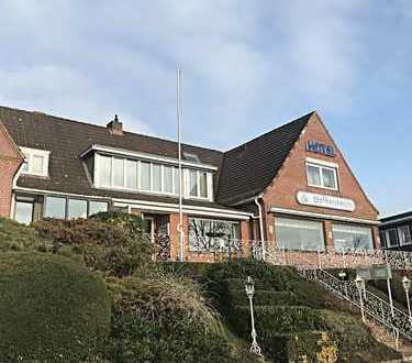 SOLIDE UND GEPFLEGT, HISTORISCHES HOTEL MIT RESTAURANT, IN BESTER KANALUFERLAGE VON KIEL-HOLTENAU