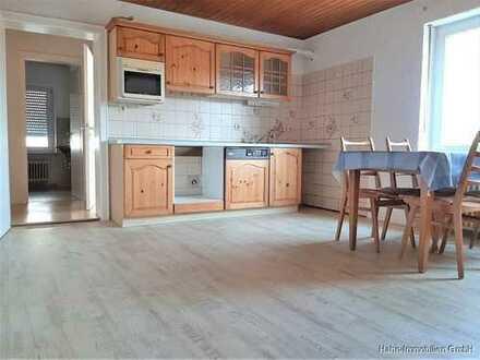 Erdgeschosswohnung mit Garten: 2 Zimmer, Wohnküche, Wintergarten, 2 Bäder.