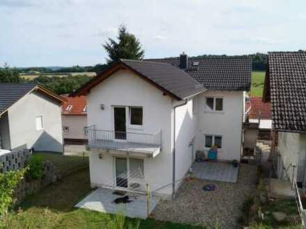 Steinbuch: Helle 3-Zimmer Wohnung im Dachgeschoss - Ideal für ein junges Paar