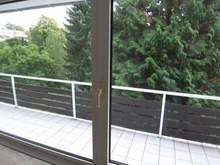 Düsseldorf-Ostpark: helle 3-4-Zi.Whg, Parkett, 2 weiße Bäder, gr. SONNEN-Balkon, GARAGE