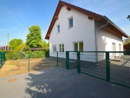 ERSTBEZUG!! Super schönes EFH mit 5 Zimmern, Gäste WC + Garten in familienfreundlicher Lage !!