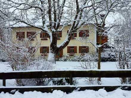 Romantische 2-Zimmer-DG-Wohnung mit Balkon und EBK für Individualisten