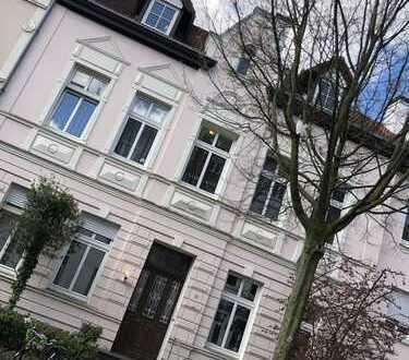 Wunderschöne Altbau-Wohnung im begehrten Kreuzviertel