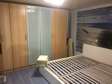 Vollständig renovierte 2-Zimmer-Wohnung mit kleiner Terrasse und EBK in Ostelsheim