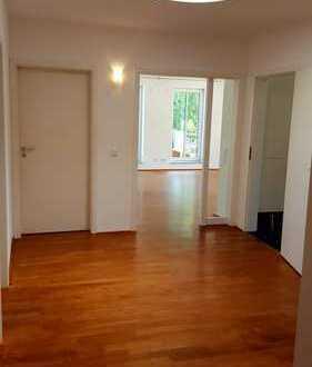 Stilvolle, geräumige und gepflegte 3-Zimmer-Penthouse-Wohnung mit Balkon und EBK in Darmstadt