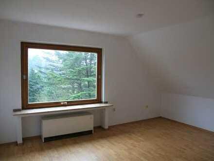 Freundliche, gepflegte 2-Zimmer-DG-Wohnung zur Miete in Essen-Ost