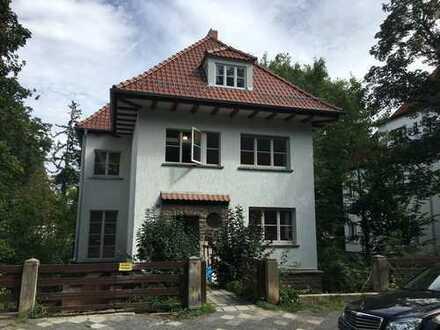 Stilvolle 3-Zimmer-Wohnung mit Balkon und Einbauküche in Erfurt