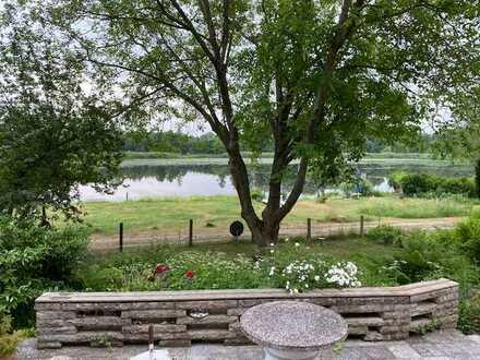 Wunderschönes Wassergrundstück mit Wochenend-Ferienhaus und Panoramablick