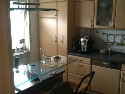Gepflegte 6-Raum-Erdgeschosswohnung mit Balkon / Terasse und Einbauküche in Lustadt