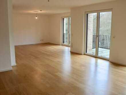 Dachterrasse!Fahrstuhl, offene Küche, Vollbad, Balkon, Penthousewohnung GästeWC, Rolläden 2 OG RE