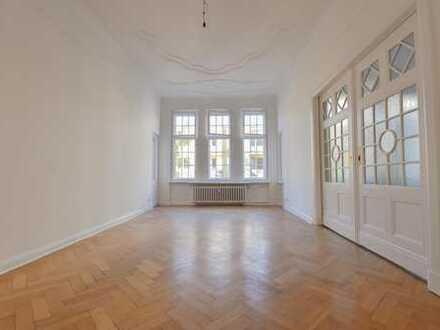 Herrschaftliche 5 Zimmerwohnung mit Balkon in Charlottenburg!