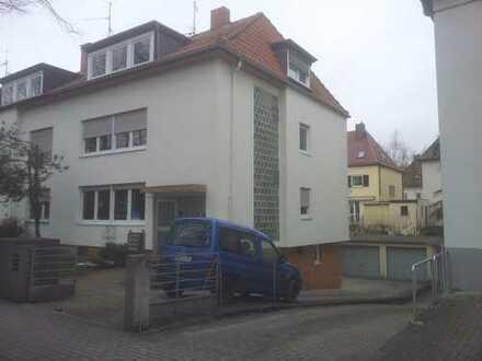 Schöne, gut gelegene 1 ZKB Wohnung mit separatem Eingang