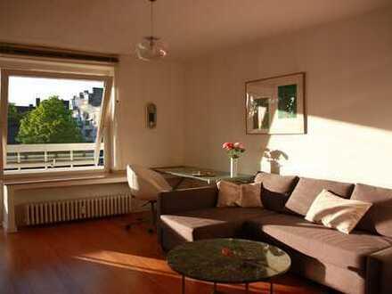Lichtdurchflutete Traumwohnung mit großem Balkon - Superb apartment with sunny balcony