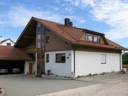 Hayingen, Stadtrand, geräumige und neuwertige 3-Zimmer-DG-Wohnung mit Balkon und Einbauküche