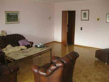 Freistehendes Einfamilienhaus mit 5 Zimmern, Terrasse und Garten