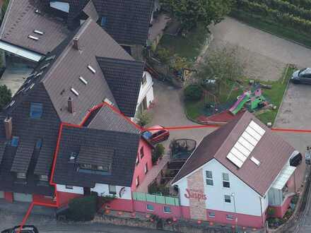 Großzügiges Einfamilienhaus mit zusätzlichem Wohngebäude in 79292 Pfaffenweiler