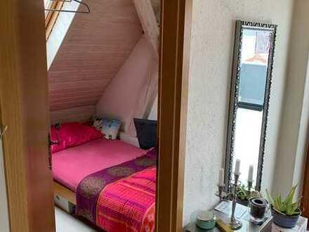 Bei Einzug frisch renovierte 2-Zi-DG-Wohnung mit riesigem 30 qm Sonnenbalkon und EBK in Karlshuld