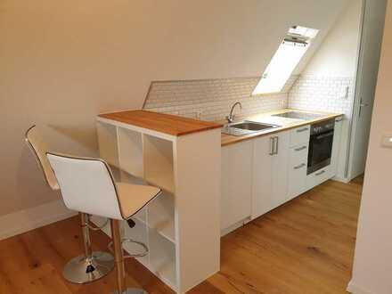 liebevoll sanierte 35 m² Dachgeschosswohnung