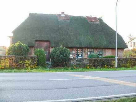Reetdach-Charme an der Ostsee! Malerisches Fachwerkhaus mit 2 WE bei Rostock