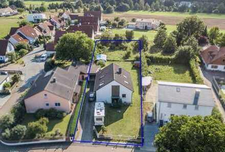 Haus mit Garage und zusätzlich ca. 840 m² angrenzende Bauparzelle in Postbauer-Heng/OT Kemnath