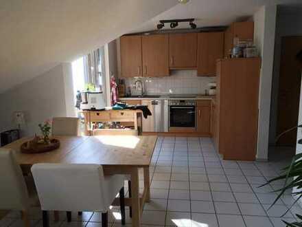 Schöne 3-Zimmer-Dachgeschosswohnung mit Balkon und Einbauküche in Bochum Zentrum