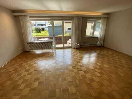 Gepflegte 4 Zimmer-Wohnung mit 2 Balkonen, Garage und sep. Gewerberäumen in Baden-Baden Oberbeuern!