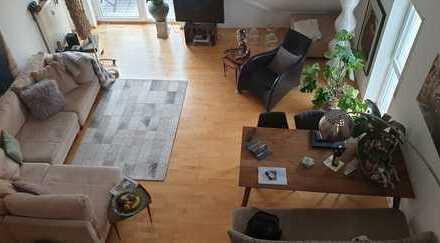 Große 2,5-Zimmer-Wohnung mit 2 Balkonen, besonders/schön