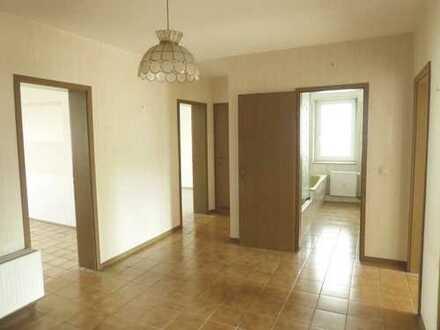 Helle und großzügige 3-Zimmer-Wohnung mit Balkon und Pkw-Stellplatz