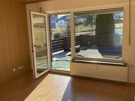 Neuwertige 2-Zimmer-Wohnung mit Balkon und EBK in Ückertseifen