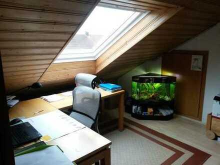 Zentrale und ruhige Dachgeschosswohnung in Moosinning - ideal für Singles