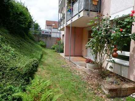 Schöne 2 Zimmer Gartengeschoss Wohnung mit EBK, neuwertigem Bad und 2x PKW-Stellplätze in Böblingen