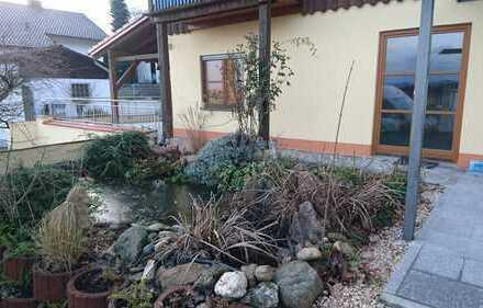 Schöne, neu renovierte 2-Zimmer-Wohnung mit großer Terrasse