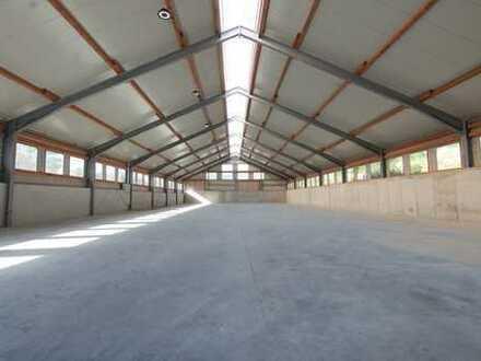 hallenobjekte.de | Stützenfreie Lagerhalle zu vermieten
