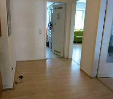 Attraktive 3-Zimmer-EG-Wohnung mit Balkon in Riehl, Köln
