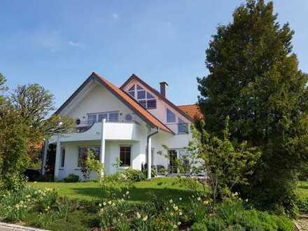 Gepflegte 5,5-Zimmer-DG-Wohnung mit Balkon und Loggia in Biberach an der Riß