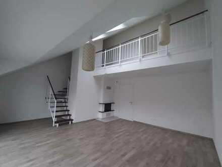 3-Raum-Maisonette-Wohnung mit Balkon und EBK in Frankfurt am Main