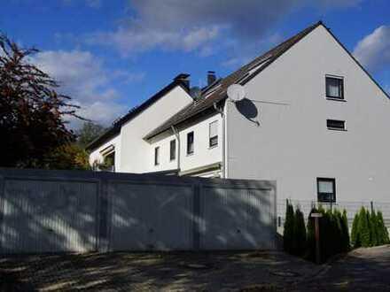 Gepflegtes Reihenendhaus mit Garten und Garage in Bergisch Gladbach-Refrath