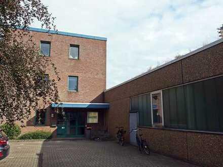 westimmobilien: Lichtdurchflutete Bürofläche am Schenefelder Stadtzentrum