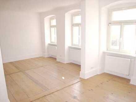 Renovierte 3-Zimmer-Altbau Wohnung mit hohen Decken in zentraler Innenstadtlage in Ludwigsburg