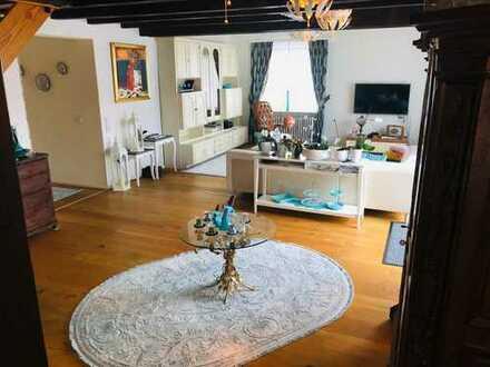 Schöne helle Maisonettenwohnung mit 7 Zimmer , Terasse und Balkon