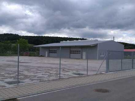 Hallenfläche // Lagerfläche mit ausreichend Platz für Parkflächen oder Erweiterung