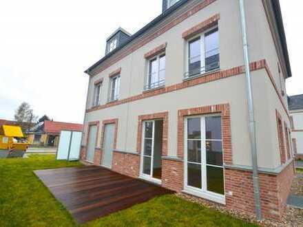 Schöne Doppelhaushälfte mit 5-Zimmern, großen Hobbyraum, EBK und Garten mit Terrasse in Biesdorf