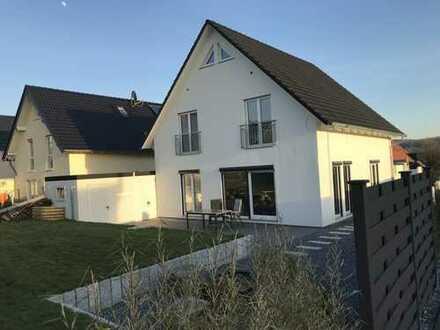 Modernes, freistehendes, lichtdurchflutetes Einfamilienhaus in schöner Wohnlage