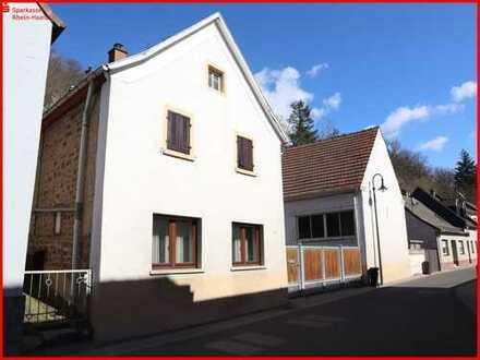 Solides Einfamilienhaus mit Nebengebäude