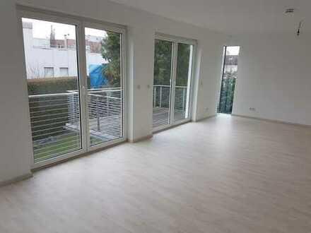Gepflegte schöne 4-Zimmer-Wohnung mit Balkon u. Garage in Frankfurt