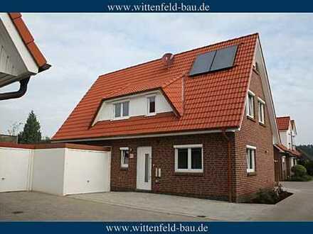 *** WITTENFELD-BAU *** NEUBAU 2013 / modernes Haus / große Garage + Stellplatz / Top-Ausstattung